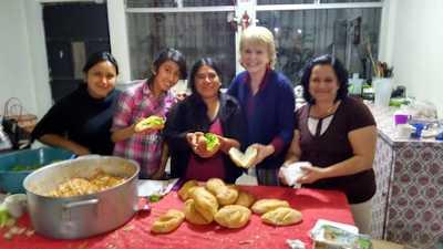 Posada-Leslie_making_tortas