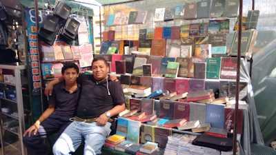 dario-at-his-tienda-small